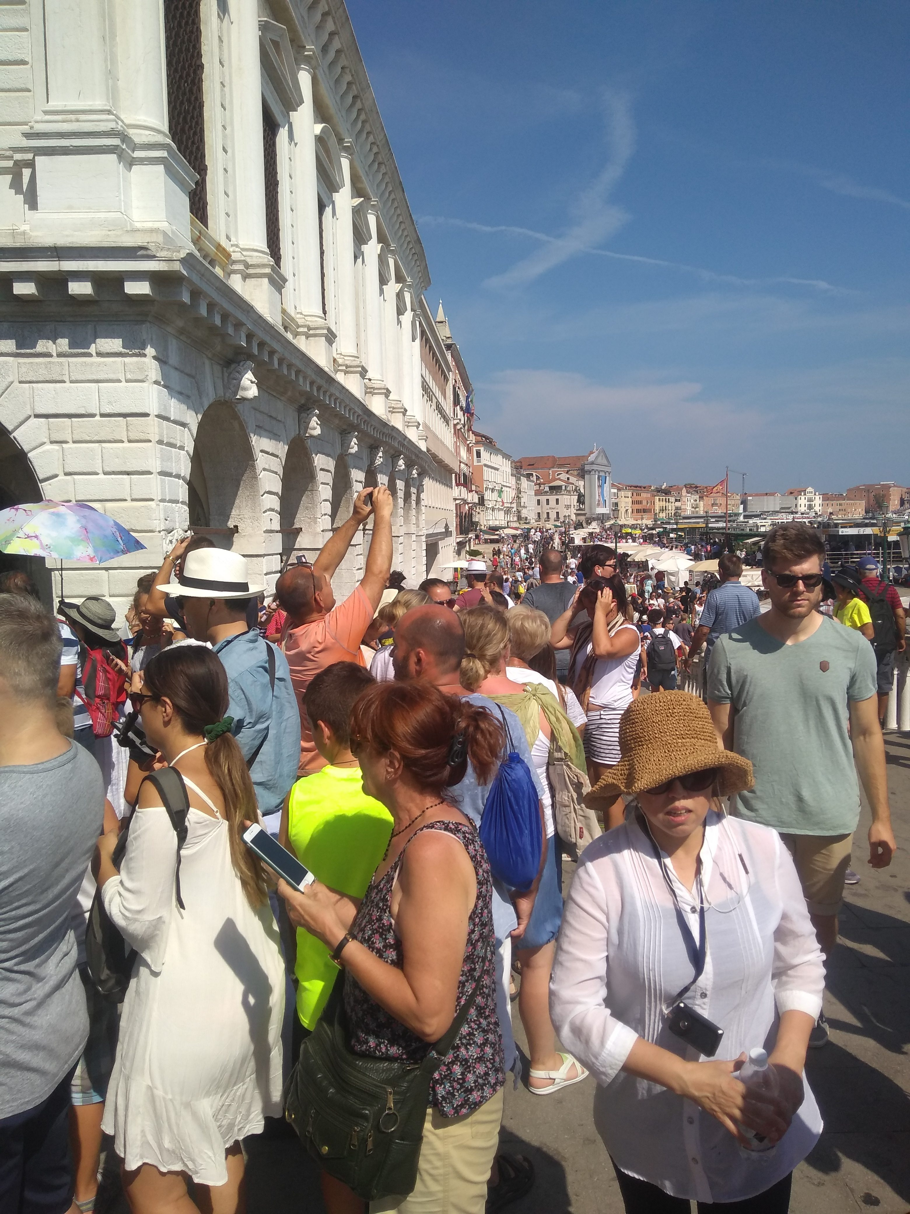 full of people tourism venice