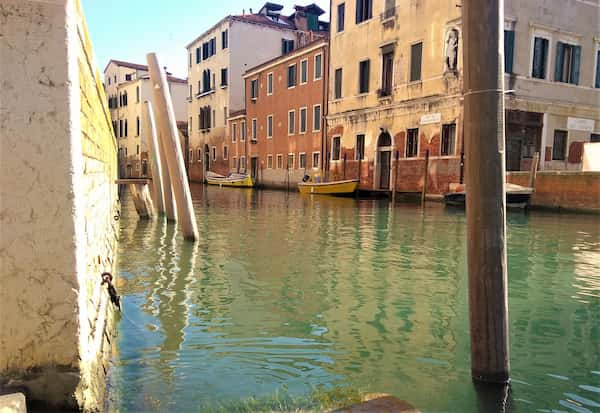 How deep are the canals in Venice